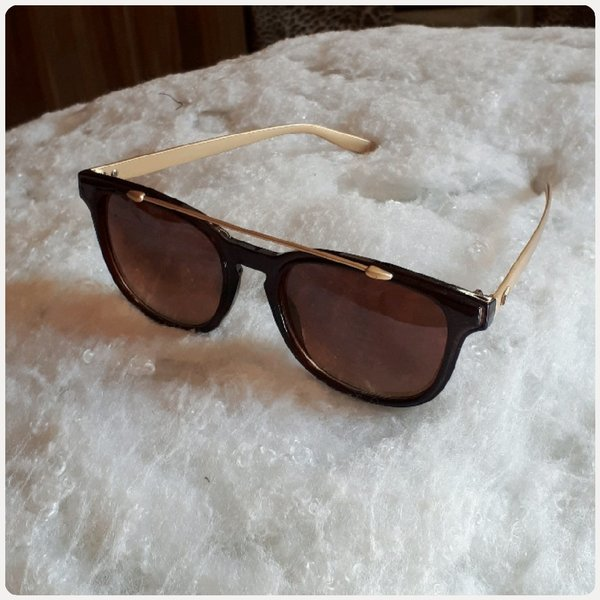 Used Sungglass brown/black for lady in Dubai, UAE