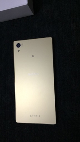 Used Sony Xperia Z5 Dual,Gold color in Dubai, UAE