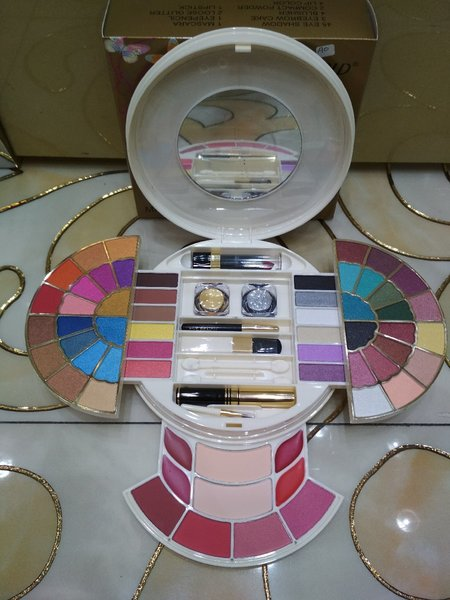Used Just gold make up kit in Dubai, UAE