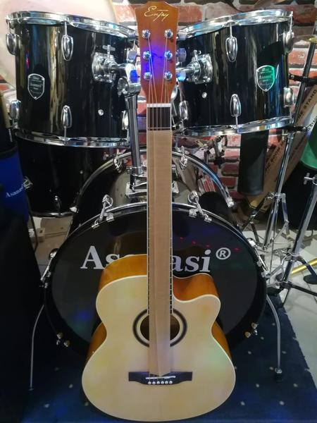 Used Brand New Acoustic Guitar in Dubai, UAE