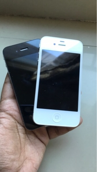 Used 2 pcs iPhone 4s with charger in Dubai, UAE