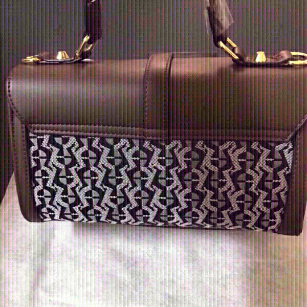 Used Aigner first class copy handbag 👜 in Dubai, UAE