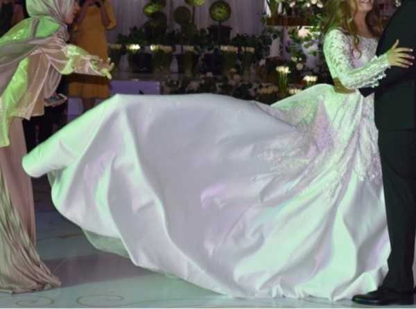 Used Tailored Wedding Dress, one of a kind. in Dubai, UAE