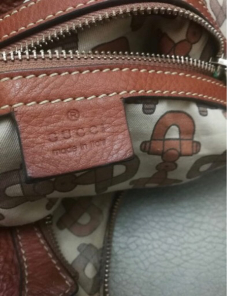 Used AUTHENTIC GUCCI REAL LEATHER SHOULDERBAG in Dubai, UAE