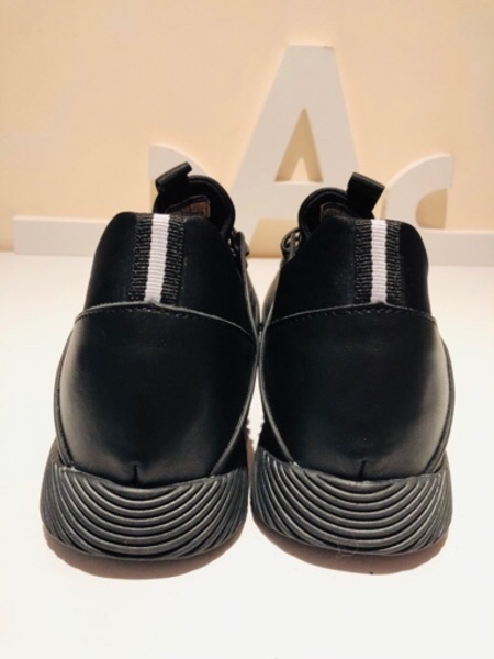 Used Sneakers black size EU 42 / US 8 in Dubai, UAE