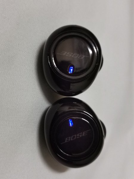 Used BOSE EARBUDS WITH CASE in Dubai, UAE