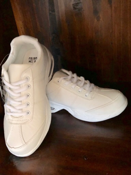Used Brand new sports shoes white in Dubai, UAE