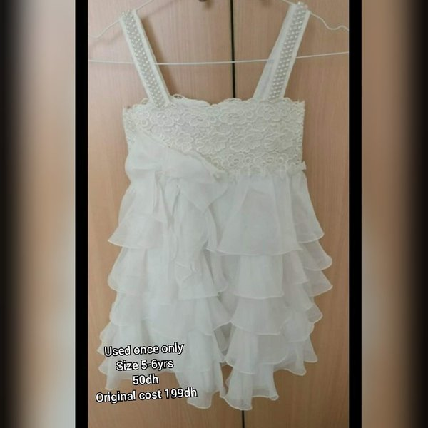 Used Used once frill dress, size fits 5-6yrs in Dubai, UAE