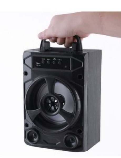Used New small poetable chargable speaker in Dubai, UAE
