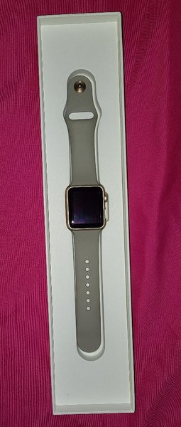 Used 38mm apple I watch in very good conditio in Dubai, UAE