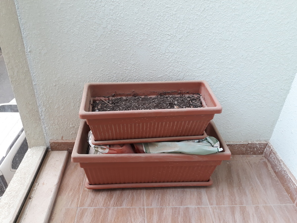 Used Gardening box and soil in Dubai, UAE