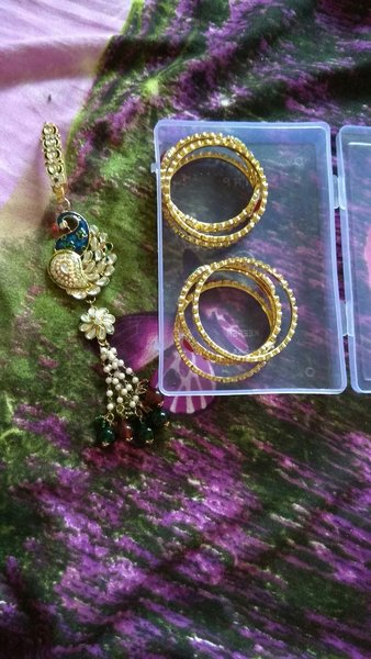 Used New bangles 2-4 size with saree brouch in Dubai, UAE