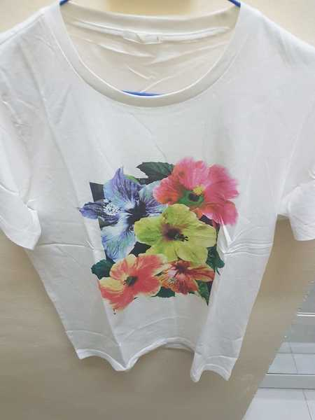Used Tshirts and leggings in Dubai, UAE