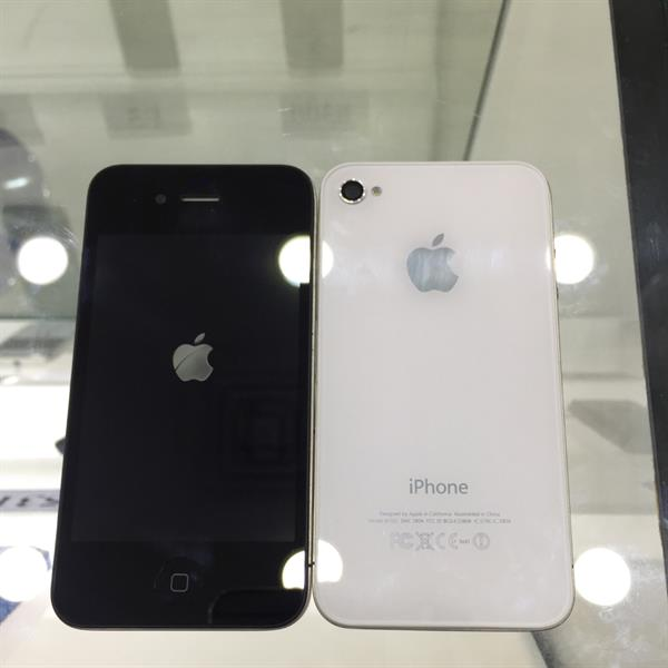 Used iPhone 4-16GB White and Black  in Dubai, UAE