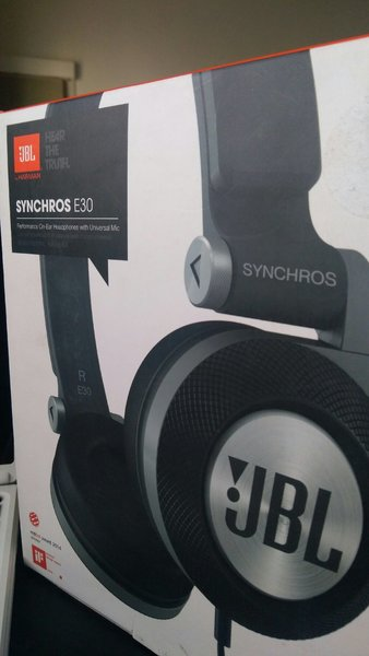 Used JBL syncros e30 Headset in Dubai, UAE