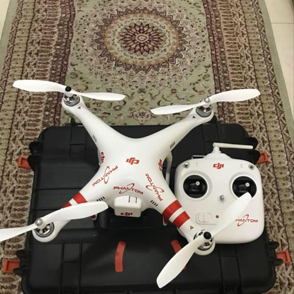 Used Dji Phantom  Drone With All Case 4 Battery And Extra Prop  in Dubai, UAE