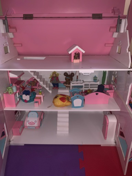 Used Elc dollhouse in Dubai, UAE