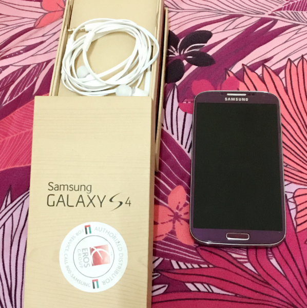 Used Samsung S4 Color Purple. At It's Very Good Condition With The Box And Headset in Dubai, UAE