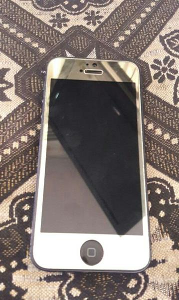 Used IPhone 5 With Perfect condition And Full new with charger and headphones....I Am Selling It 600dhs  in Dubai, UAE