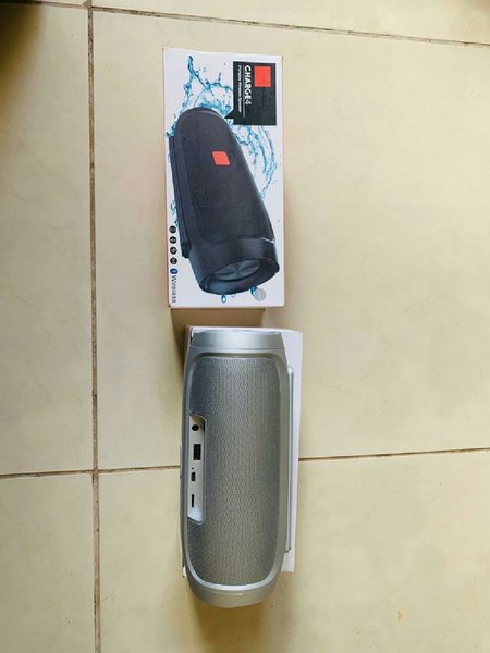 Used Charge 4 bluetooth speaker w subwoofer in Dubai, UAE