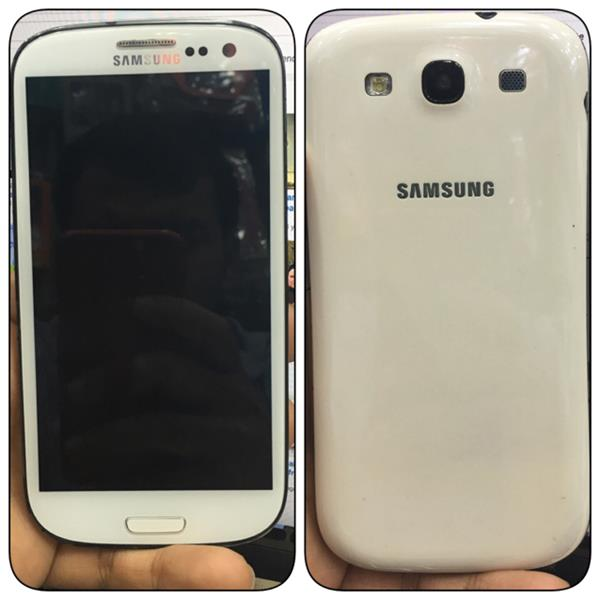 Used Samsung Galaxy S3 (no Scratches Include Original Charger And Ear Phone And Box) in Dubai, UAE