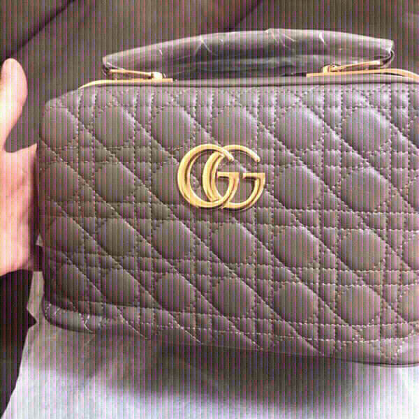 Used Gray Gucci handbag 👜-first class copy in Dubai, UAE