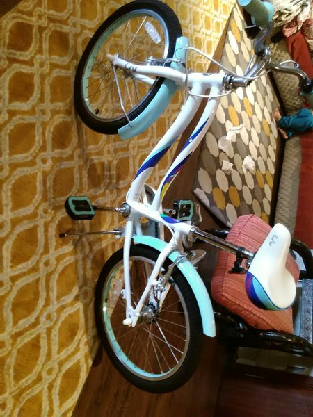 Used Brand new girls bicycle in Dubai, UAE