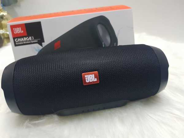 Used Charge 4 black full new speakers in Dubai, UAE
