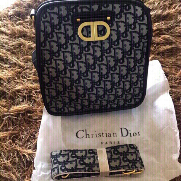 Used Dior handy first class copy in Dubai, UAE