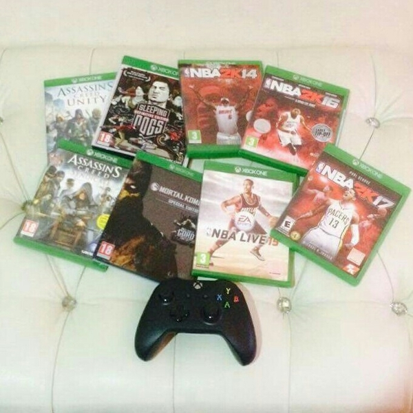 Used Xbox Game + 1 Controller in Dubai, UAE