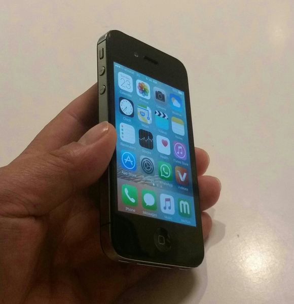Used IPhone 4 Mobile 16 GB With All Accessory Available, Without Box🎁 Fixed Price.  in Dubai, UAE