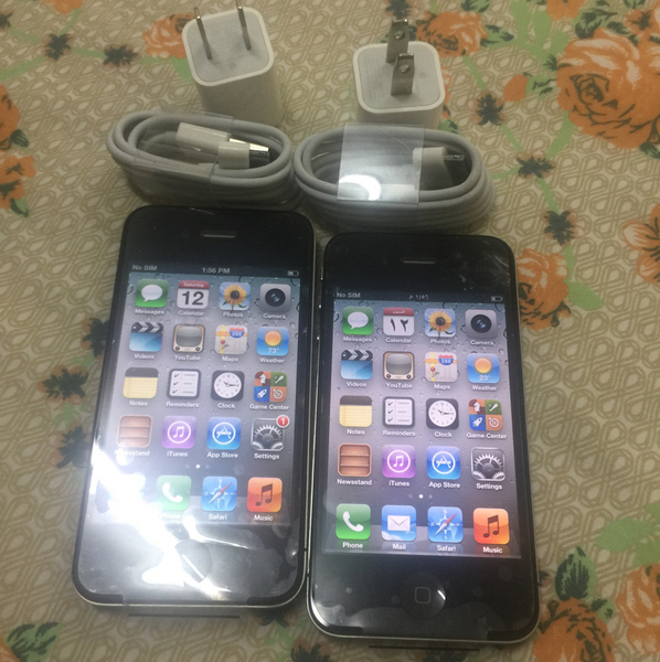 Used Two Iphone4 Used But Neat Good Working in Dubai, UAE