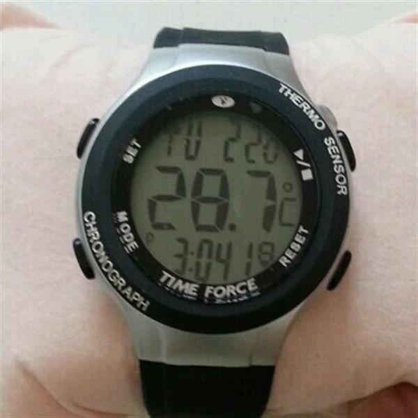 Used Brand New Gents Watch..black Rubber Strap With Stop Watch N Thermometer,DATE N TIME in Dubai, UAE