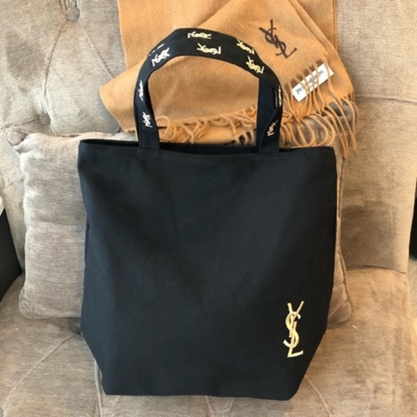 Used New authentic YSL bag with pouch in Dubai, UAE