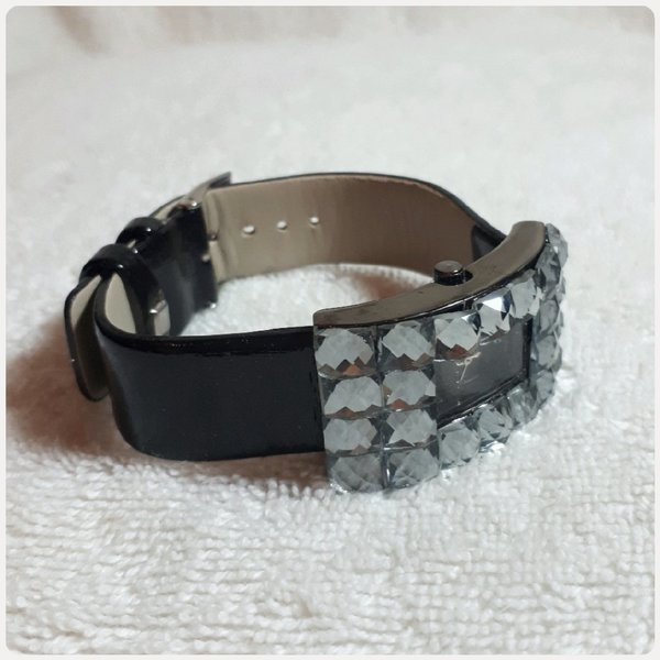 Used Amazing fashion watch with stones in Dubai, UAE