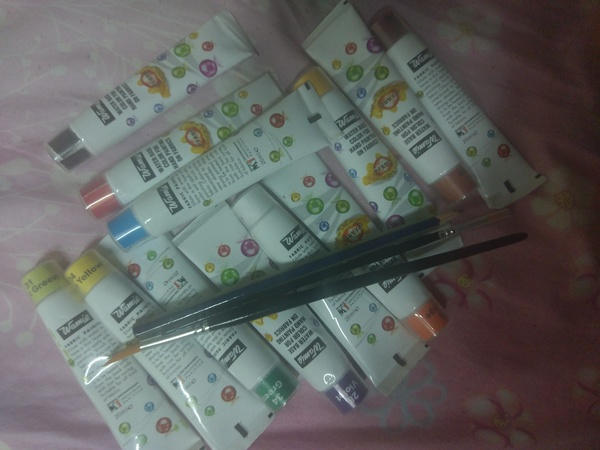 Used Drawing Colors (Fabric, Paper & Canvase) in Dubai, UAE