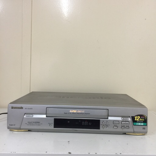 Used Bundle items. VCR player and tv box in Dubai, UAE