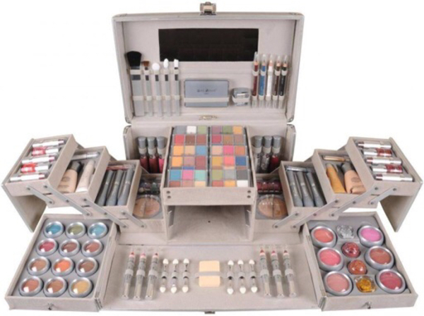 Used Max Touch Vanity case makeup kit MT2200 in Dubai, UAE