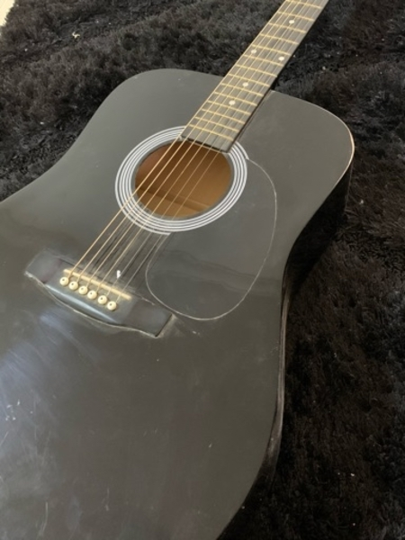 Used Fender Acoustic Guitar (Bundle) in Dubai, UAE