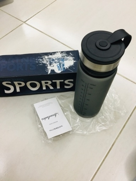 Used Sport bottle+ fitness watch+ charger in Dubai, UAE