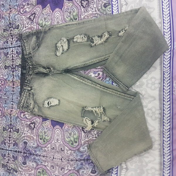 Used RIPPED JEANS NEW! FOREVER 21 in Dubai, UAE