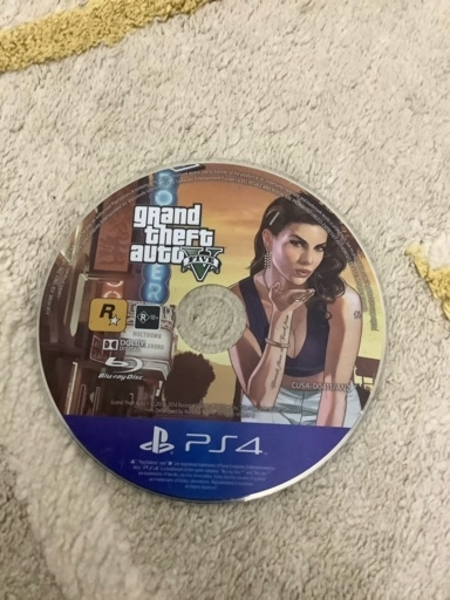 Used GRAND THEFT AUTO V   CD SONY 4 in Dubai, UAE