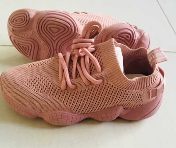 Used Brand New sneakers in Dubai, UAE