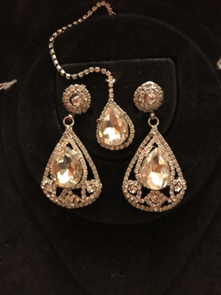 Used Beautiful set  big studded crystals in Dubai, UAE