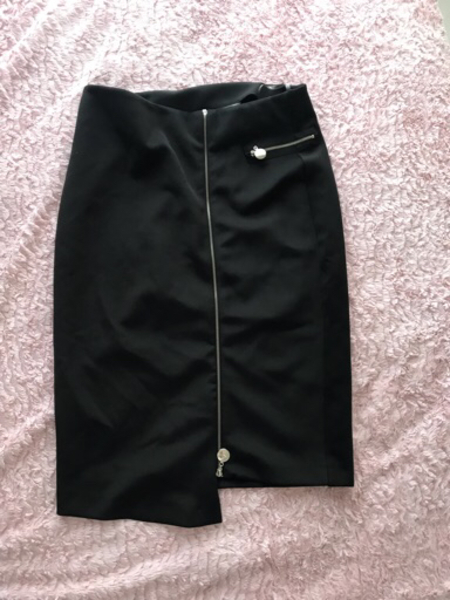 Used Midi skirt size large  in Dubai, UAE