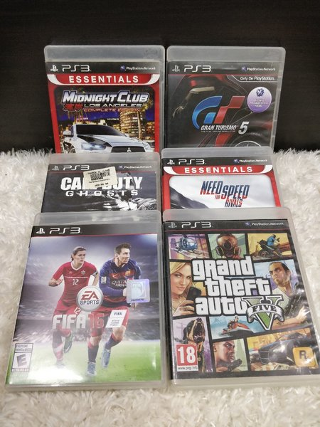 Used PlayStation 3 6game 2 controllers in Dubai, UAE