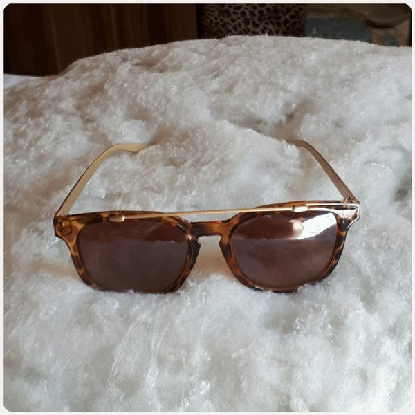 Used Sungglass brown color for woman in Dubai, UAE