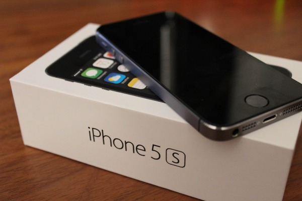Used I.Phone 5S 16GB black color with All BOX in Dubai, UAE