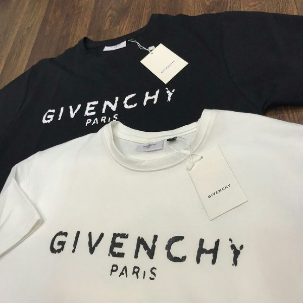 Used Givenchy Paris T-shirt Unisex NEW in Dubai, UAE