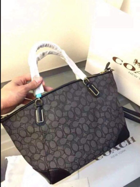 Used authentic coach bag, brand new in Dubai, UAE